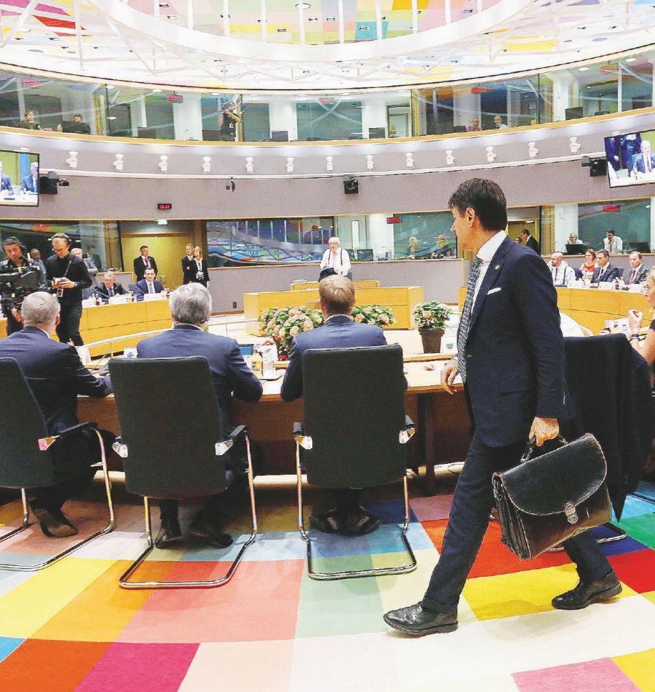 In Edicola sul Fatto del 29 giugno: L'Ue e le trattative notturne sui migranti