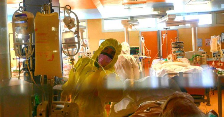 """Decreto Coronavirus, anestesisti contro le Regioni: """"Una follia le soglie delle terapie intensive al 15%. Bisogna fare le formiche non le cicale"""""""