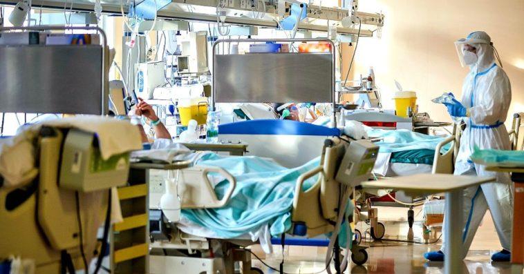 Coronavirus, 5.057 nuovi positivi: incidenza al 2,3%. Aumentano i posti letto occupati negli ospedali, i morti sono 15