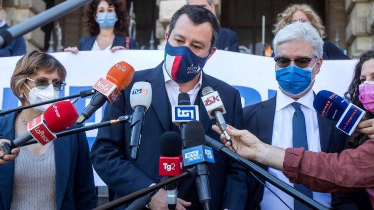 Matteo Salvini si è vaccinato contro il Coronavirus. Dopo il richiamo di Draghi anche il leader della Lega ha fatto la prima dose a Milano