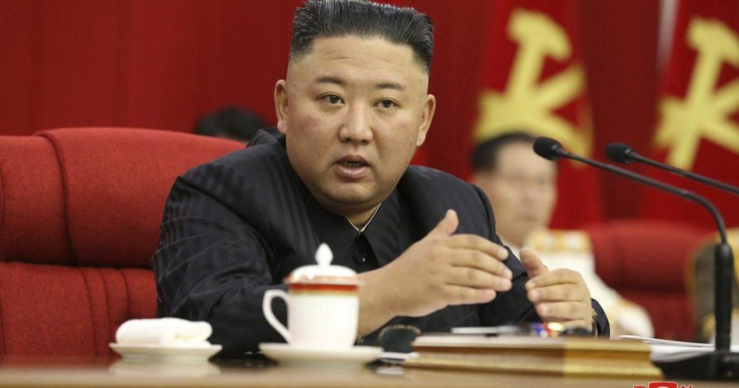 """Corea del Nord, la tv di Stato: """"Kim Jong-un è più magro, vederlo così spezza il cuore alla gente"""""""
