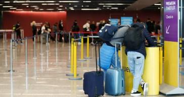 """Coronavirus, Speranza firma un'ordinanza sui """"corridoi turistici"""" per le mete extra Ue: niente quarantena ma obbligo di tamponi"""