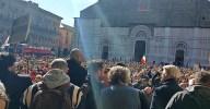 Bologna, alla manifestazione No green pass la vergogna degli insulti alla Segre urlati al microfono