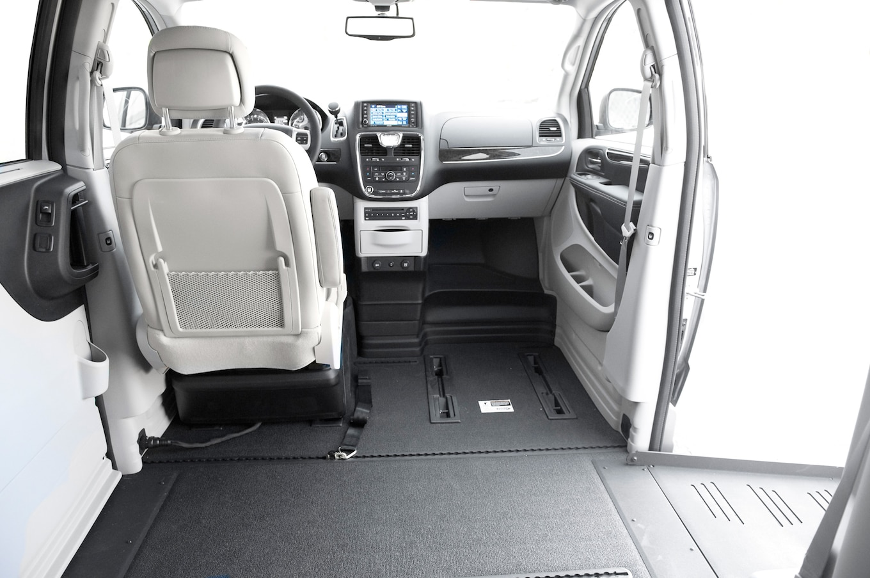 Chrysler Honda And Toyota Mobility Vans Motor Trend