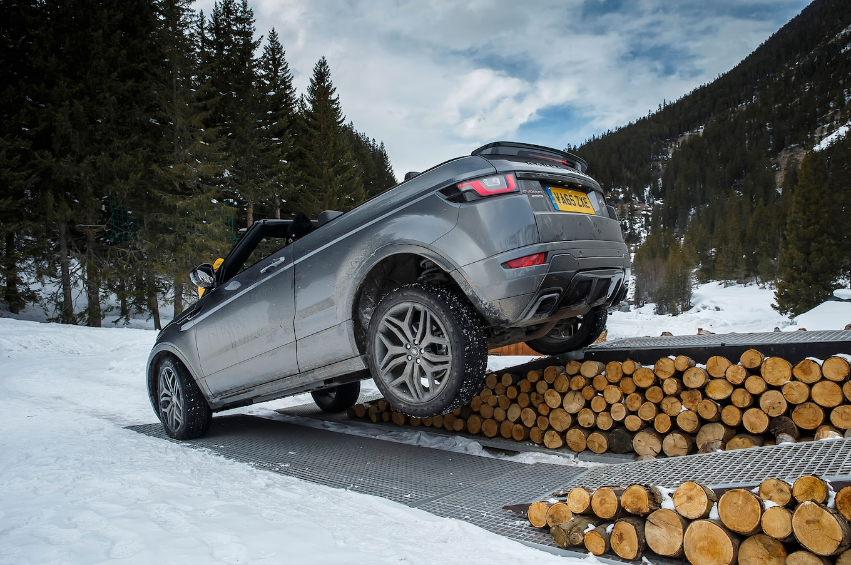 2017 Range Rover Evoque Convertible wheels 02 Motor Trend