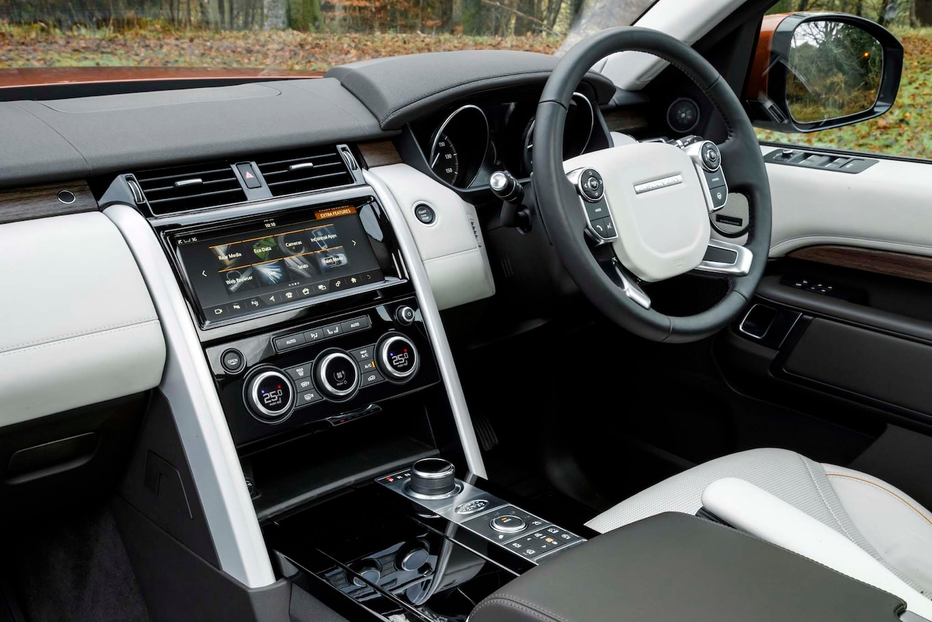 2017 Land Rover Discovery First Drive Review Motor Trend