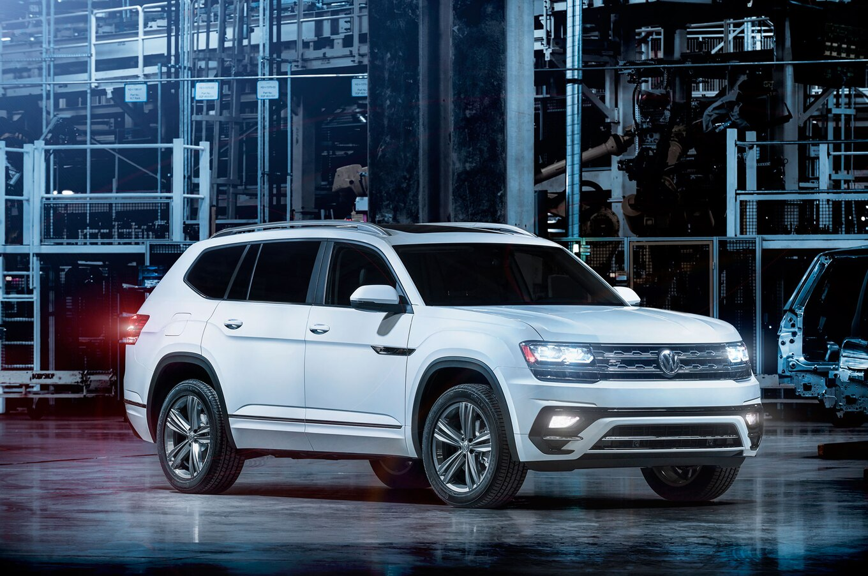 2018 Volkswagen Atlas R Line front three quarter 2