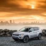 2017 Jeep Compass Trailhawk front three quarter 04