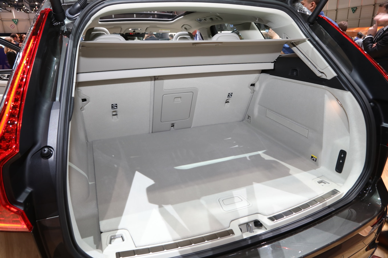 Refreshing Or Revolting 2018 Volvo XC60 Motor Trend Autoz
