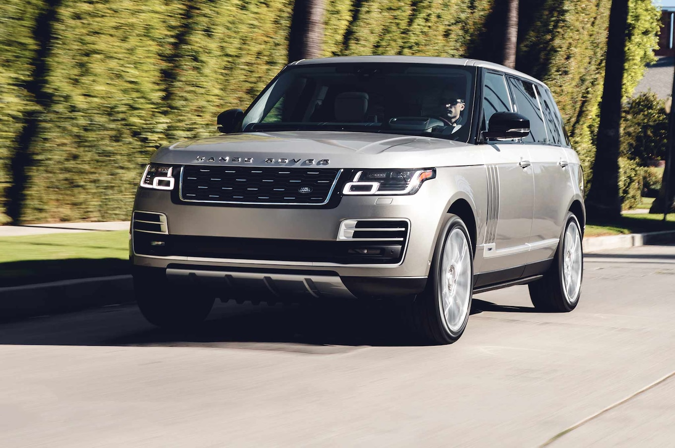 Land Rover Shows f Updated 2018 Range Rover SVAutobiography in