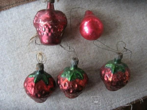 Старые игрушки Три клубнички , корзинка и лампочка ...