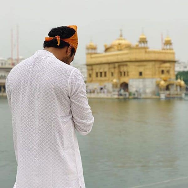Vicky Kaushal prays for peace with a picture at Golden Temple, writes, 'Jo hai... jo chale gaye, saareyaan nu sukh shaanti bakshyo' 1