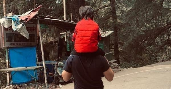 Kareena Kapoor shares an adorable pic of hubby Saif carrying Taimur on his shoulders in the Dharamshala hills – view pic