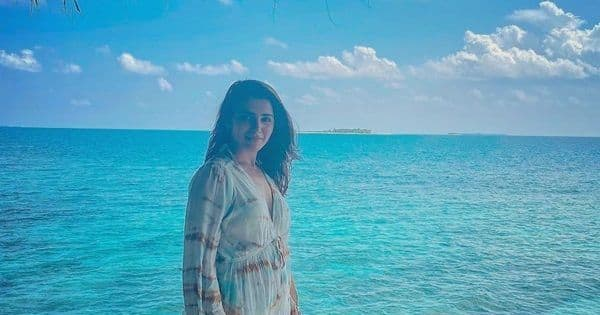 Samantha Akkineni stuns in an itsy-bitsy bikini as she soaks herself into a bubble bath — view pic