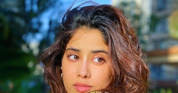 Janhvi Kapoor ADMITS to keeping a secret from her father Boney Kapoor; REVEALS her dating moves