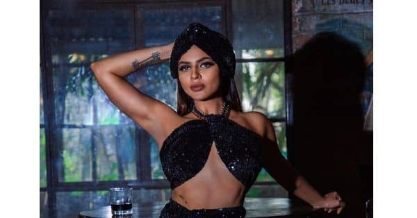 Aashka Goradia looks like a snack in this shimmery dress – view pics
