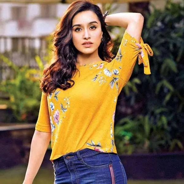 'Sabse badi gareeb toh Shraddha Kapoor hai', Actress gets BRUTALLY trolled for ignoring a poor, old man – Watch