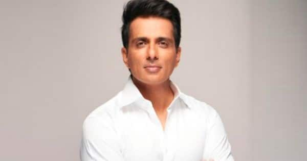 Fans trend #PadmaVibhushanForSonuSood on Twitter as they demand the government to honour the Acharya actor for his noble work