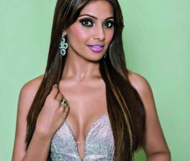 Bipasha Basu Looks Hot Af In This Picture
