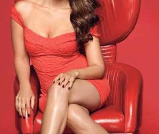 Kareena Kapoor Hot Photo In Red Dress