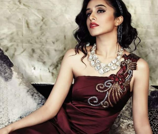 Shraddha Kapoor Looks Hot Af In This Picture