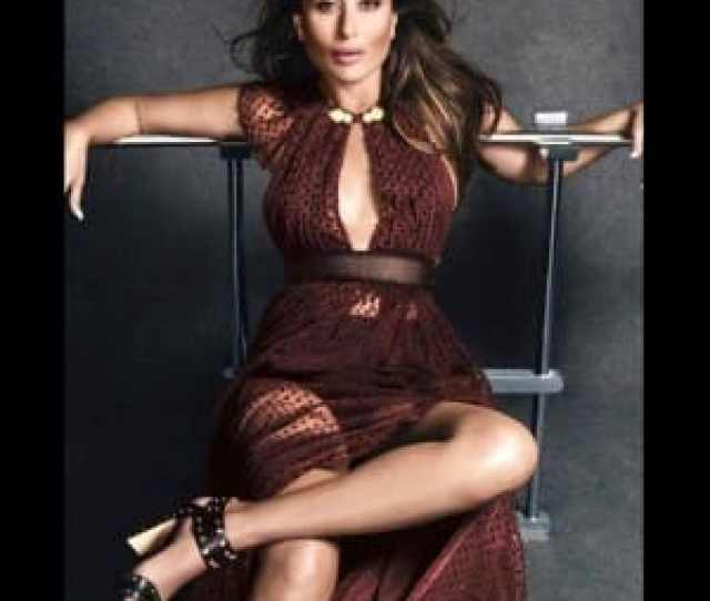 Kareena Kapoor Flaunting Her Cleavage In Sultry Blouse Kareena Kapoor Khan Hot And Sexy Pictures Photo Gallery India Com Photogallery