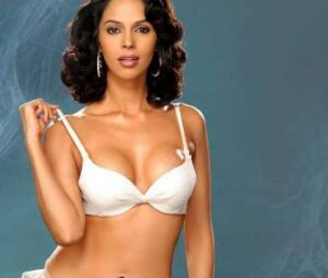 Mallika Sherawat Poses For A Seductive Picture Mallika Sherawat Hot And Sexy Pictures Celebs Photo Gallery India Com Photogallery