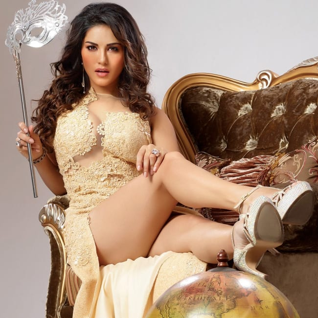 Sunny Leone showing off her super sexy legs