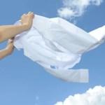 白い服が黄ばむのはなぜ?衣類の黄ばみの落とし方と予防策