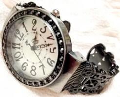 腕時計 手首 かゆい 汗 対策 金属アレルギー
