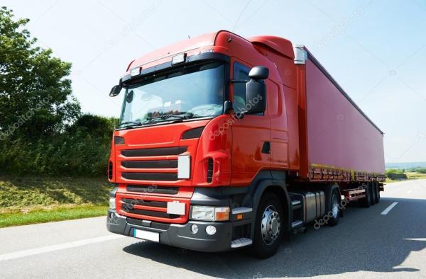 Лоррі вантажівку на шосе дороги – Стокове редакційне фото ...