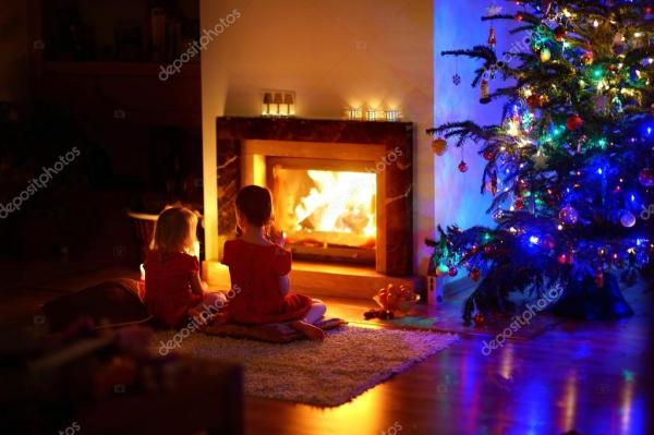 Рисунок у камина. Девочки, сидя у камина в канун Рождества ...