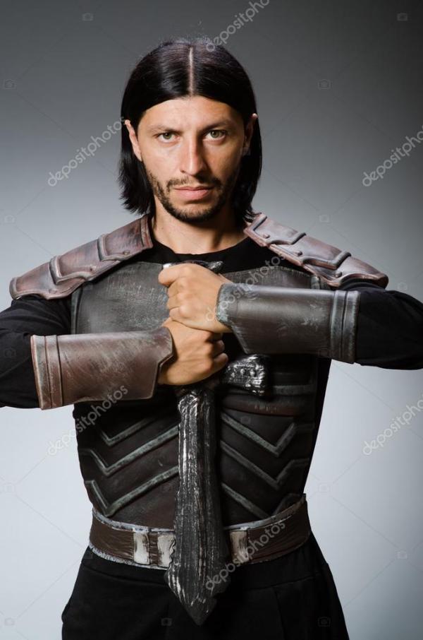 Злой рыцарь с мечом темном фоне — Стоковое фото © Elnur ...