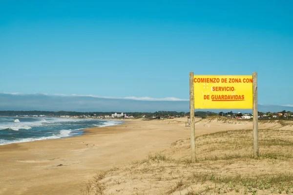 Le Vauclin, Франция - 13 ноября 2015 г.: пляж, запрещено ...