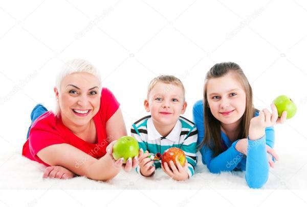 Молодая мать с двумя детьми — Стоковое фото © soloir #64622329