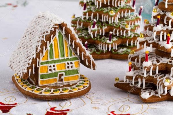 Пряник елки и Пряничный домик — Стоковое фото © xtrekx ...