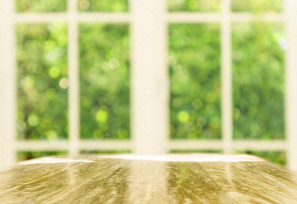 Plan De Table Fenetre Table Vide Sur Un Arrireplan Flou