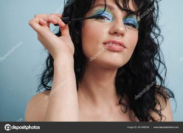 Портрет Красивой Молодой Женщины Тушью Голубом Фоне ...