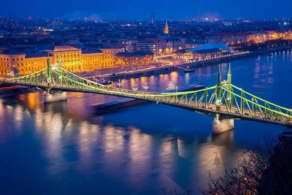Россия. Вид Санкт-Петербурга с высоты. Подъем мостов ...