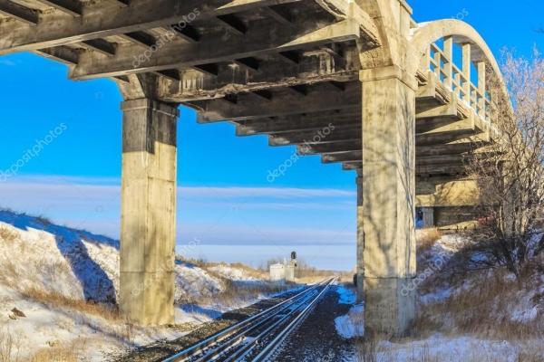Мост через железнодорожные пути — Стоковое фото © sprokop ...