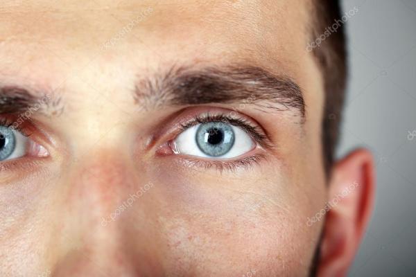 Olhos do homem azul lindo — Stock Photo © belchonock #79659998
