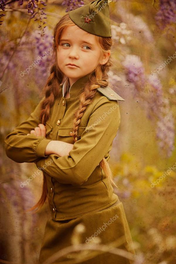 Девушка в военной форме арт Маленькая девочка