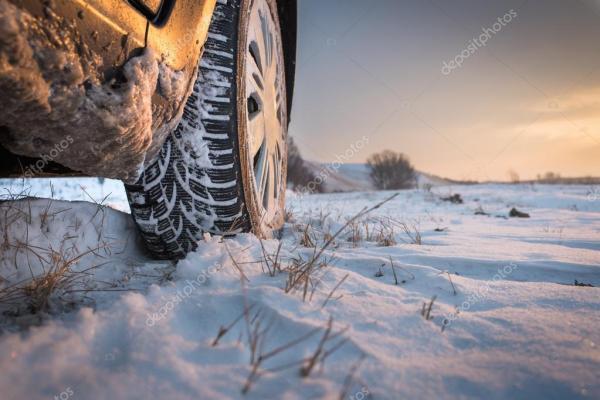 Зимняя резина в снегу — Стоковое фото © fotokostic #61376671