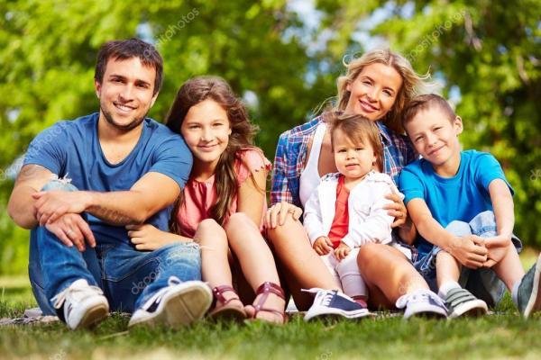Счастливая семья — Стоковое фото © pressmaster #53810369