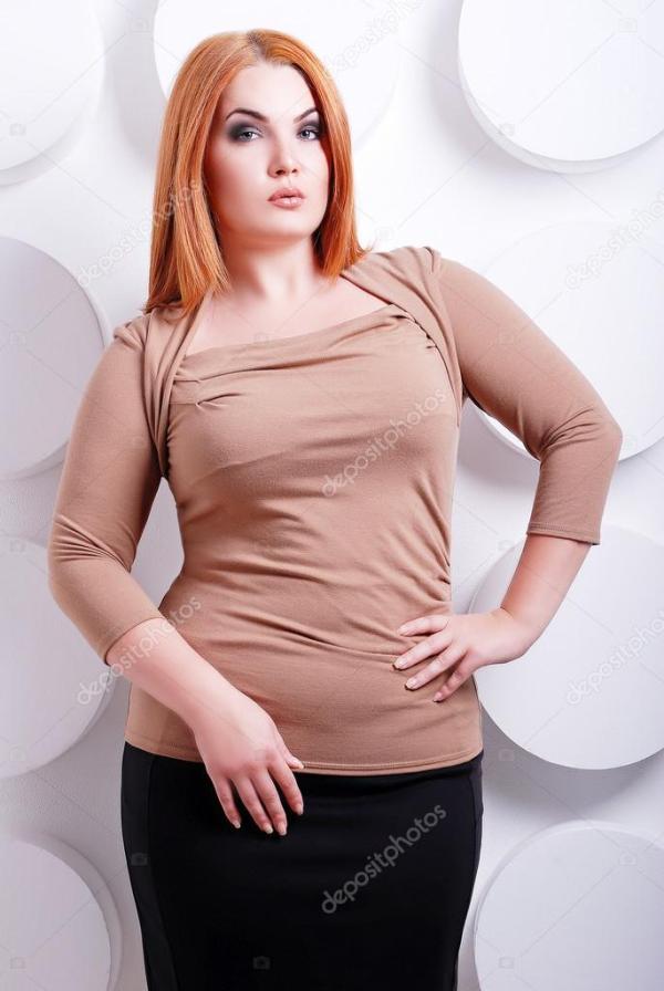 Плюс женщина размера в модной одежде — Стоковое фото © m_m ...