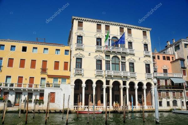 Венеціанський палац на Гранд-канал — Стокове фото ...