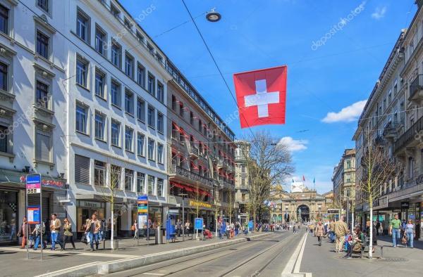 Улица Банхофштрассе в Цюрихе Швейцария Стоковое