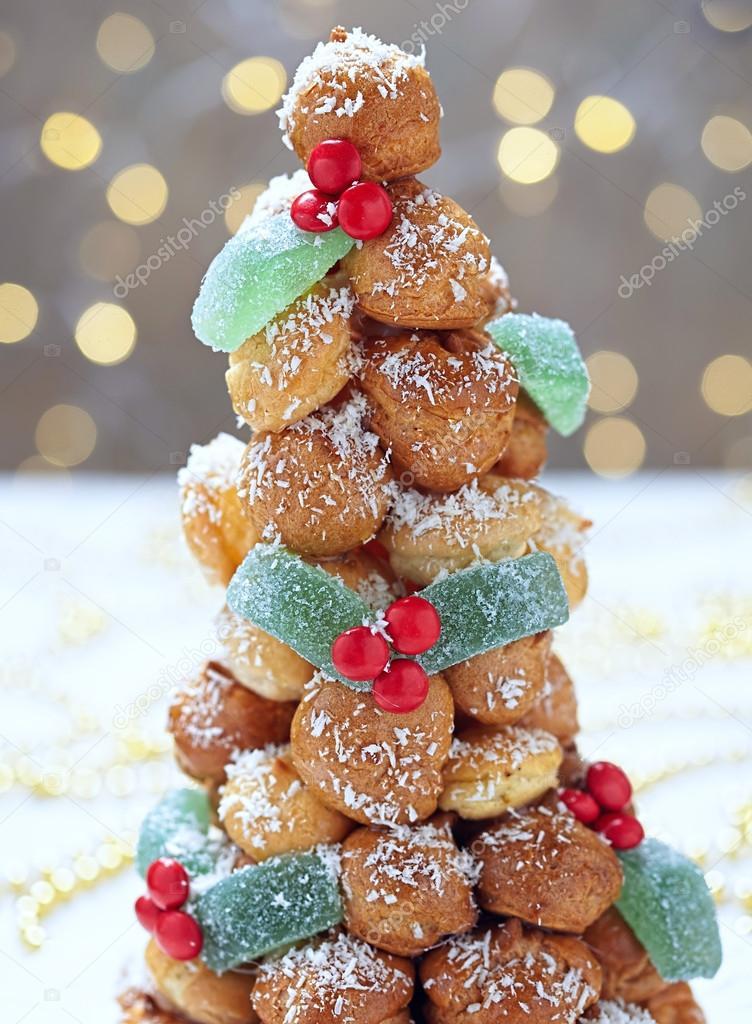 泡芙塔還要高過圣誕節 — 圖庫照片©Odelinde#55297485