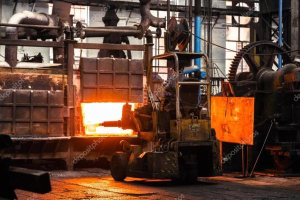 Тяжелая работа на заводе — Стоковое фото © annavaczi #63347001