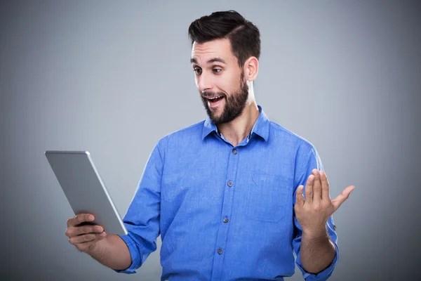 Человек с ноутбуком на белом фоне — Стоковое фото ...